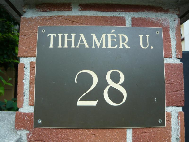 Tihamér utca 28